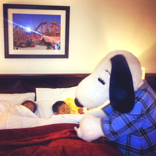 Snoopy Tuck-In At The Knott's Berry Farm Hotel ~ www.socalwithkids.com